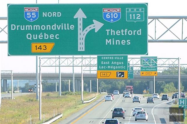 Le ministère des Transports du Québec (MTQ) maintient la fermeture d'une voie... (Archives La Tribune, Maxime Picard)