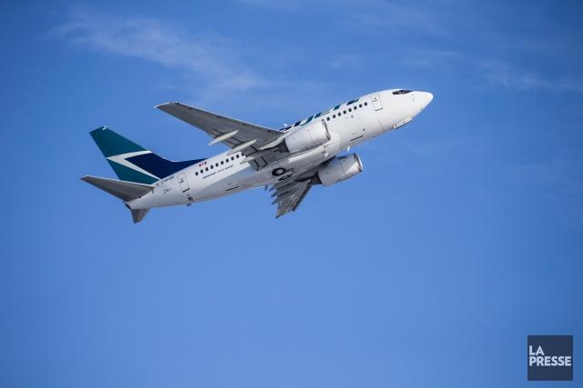 Un pilote du transporteur WestJet a été incommodé... (PHOTO EDOUARD PLANTE-FRÉCHETTE, LA PRESSE)