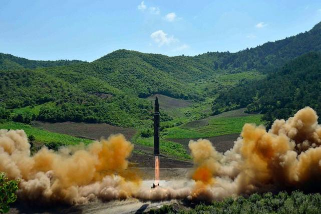 La Corée du Nord a lancé son premier... (PHOTO ARCHIVES AP/KCNA)