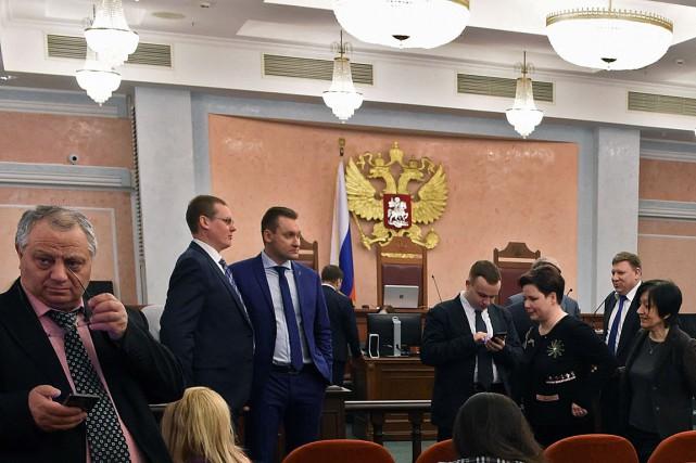 Des participants assistent à une audience demandée par... (Archives AFP, Vasily Maximov)
