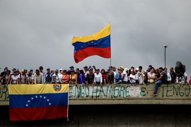 L'opposition vénézuélienne a lancé lundi une «offensive finale»... (PHOTO AFP)