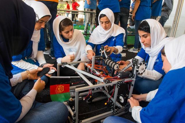 La présence de ces jeunes Afghanes, venues d'un... (PHOTO AFP)