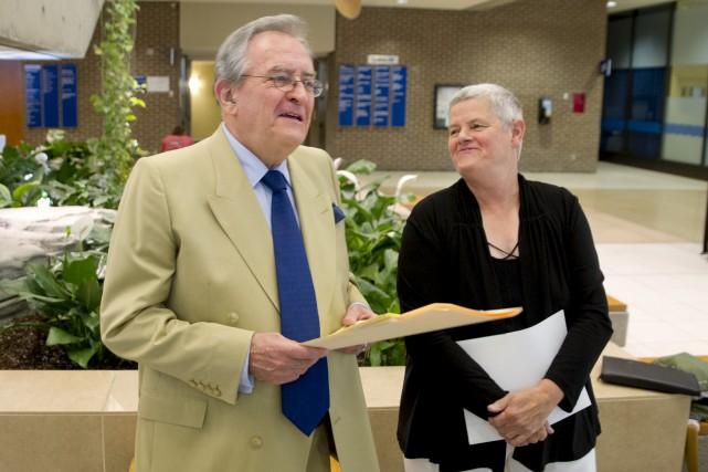 L'élue du district Hull-Wright, Denise Laferrière, en compagnie...