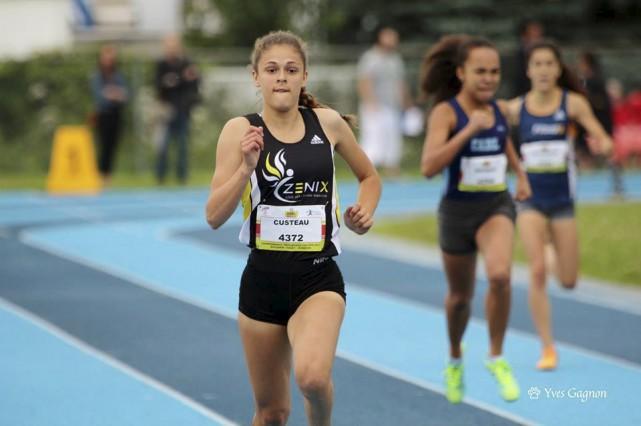 Jade Custeau a raflé l'or du 800 m... (Courtoisie, Yves Gagnon)