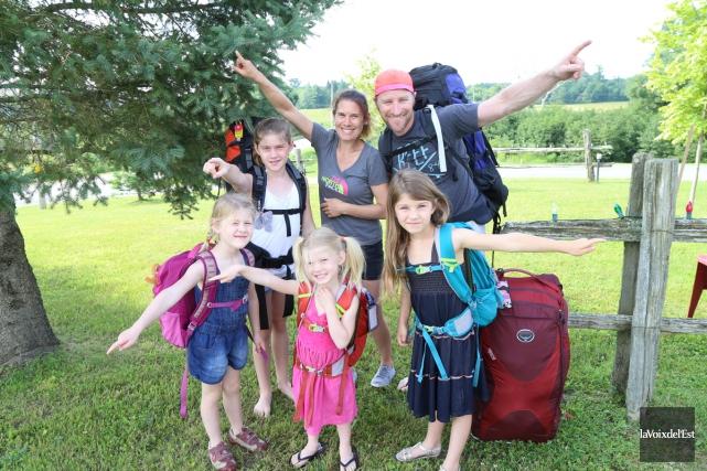 Carolyne Massé, Patrick Laperle et leurs quatre filles,... (Janick Marois, La Voix de l'Est)