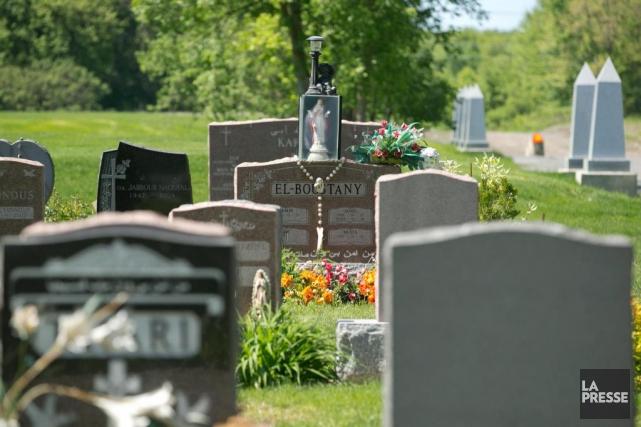Le cimetière de Laval offre plusieurs sections distinctes... (Archives La Presse, Hugo-Sébastien Aubert)
