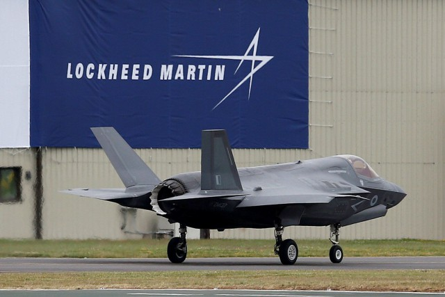 Le cours de l'action de Lockheed Martin progressait de... (REUTERS)