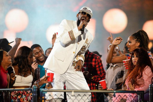 Le chanteur R. Kelly en concert à Las Vegas,... (PHOTO AL POWERS, ARCHIVES INVISION/ASSOCIATED PRESS)