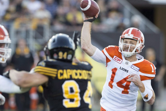 Travis Lulay (14)... (PHOTO PETER POWER, LA PRESSE CANADIENNE)