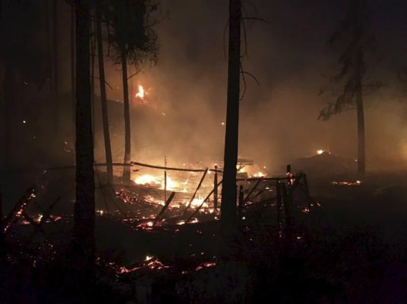 Des pompiers forestiers de la SOPFEU ont quitté... (La Presse canadienne)