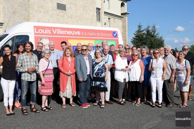 Le camion de campagne de Louis Villeneuve a... (Christophe Boisseau-Dion, La Voix de l'Est)