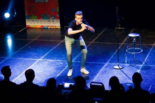 Dans son premier spectacle solo, Arnaud Soly parle... (Photo Martin Métivier, fournie par Zoofest)