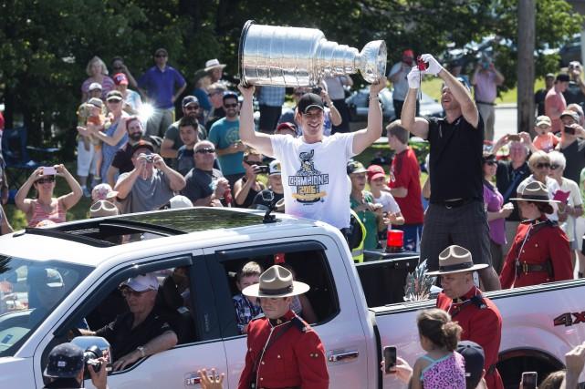 L'an dernier, Crosby avait installé le trophée dans... (Photo Darren Calabrese, archives La Presse Canadienne)