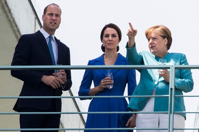 Le couple princier a rencontré la chancelière Angela... (PHOTO AFP)