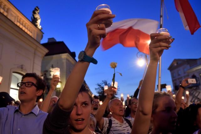 Plusieurs milliers de personnes manifestent tous les jours... (PHOTO AFP)