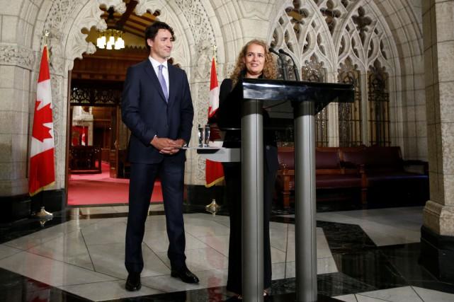 Le premier ministre Justin Trudeau auc côtés de... (PHOTO REUTERS)