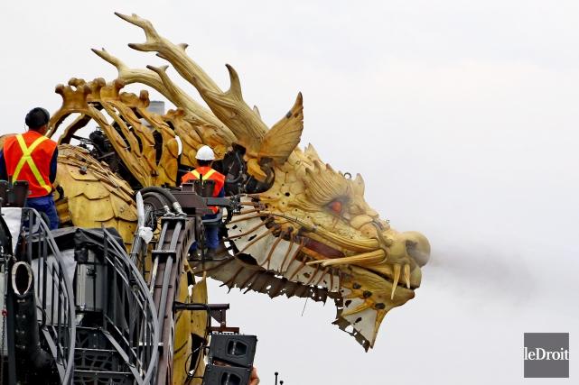 Créé en 2014, le cheval-dragon (Long Ma) fonctionne... (Patrick Woodbury, Le Droit)