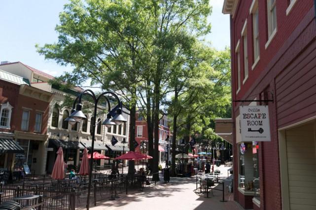 Réservé aux piétons, le centre-ville de Charlottesville est... (Photo François Roy, La Presse)