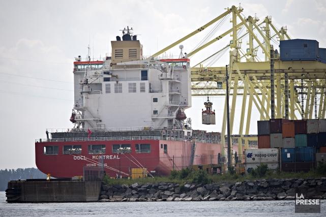 Selon des informations obtenues, le conteneur à bord... (Photo PATRICK SANFAÇON, LA PRESSE)