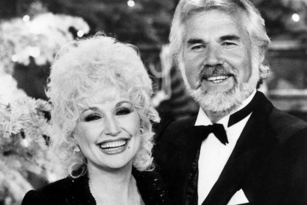 Dolly Parton et Kenny Rogers... (Photo archives CTV)