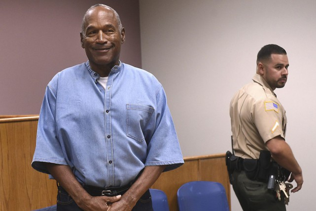 O.J. Simpson a comparu jeudi devant la commission des... (PHOTO AP)