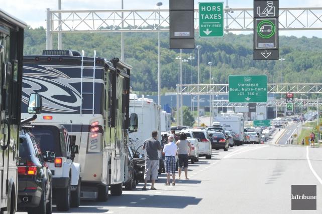 Les automobilistes qui se rendront aux États-Unis pour... (Archives La Tribune, Maxime Picard)