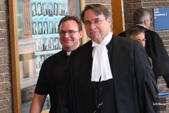 Jean-François Labrie et son avocat Me Robert Brunet... (La Tribune, René-Charles Quirion)