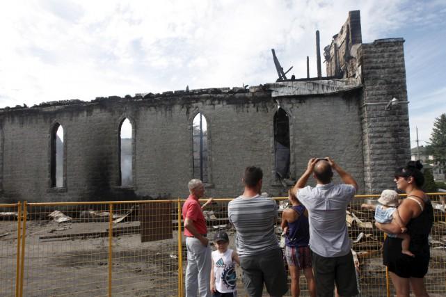 Le 23 juillet l'église de St-Isidore est détruite... (Archives, Le Droit)