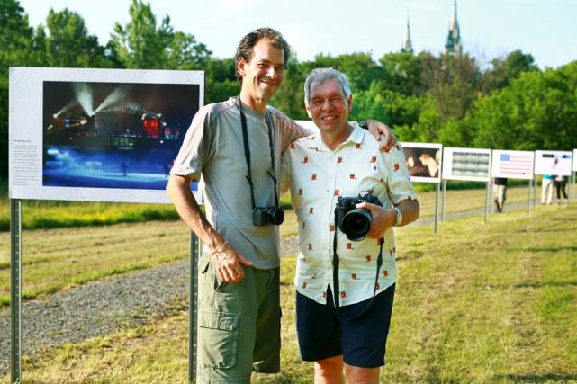 Stéphane Champagne et Bernard Brault, photographes professionnels, offrent... (Catherine Trudeau)