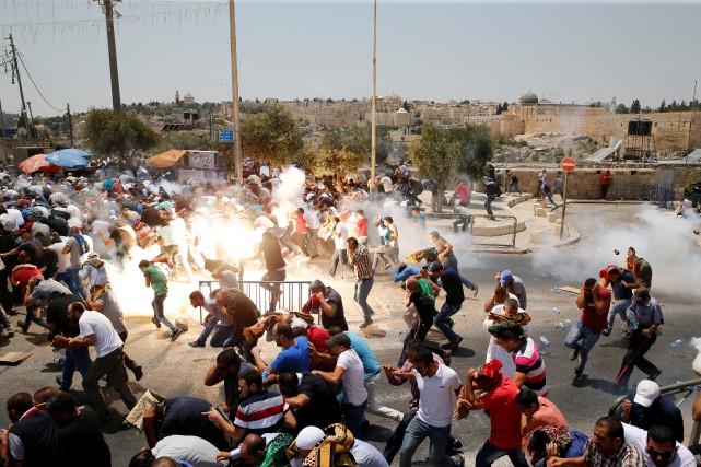 Les Palestiniens dénoncent vigoureusement l'installation de détecteurs de... (REUTERS)