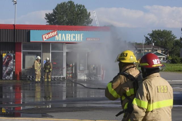 Un incendie s'est déclaré vendredi après-midi à l'Intermarché... (François Gervais)