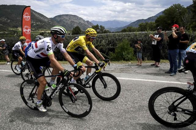 Chris Froome a conservé le maillot jaune à... (AFP, Jeff Pachoud)