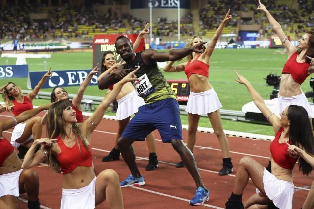 Le sprinteur Usain Bolt s'est mis à danser... (AFP, Valéry Haché)