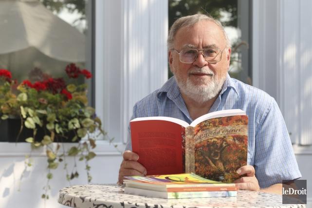 Michel Lavoie a écrit 58 livres depuis 1994.... (Patrick Woodbury, Le Droit)