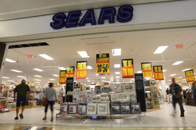 La première journée de liquidation dans les Sears... (Photo Darren Calabrese, La Presse canadienne)