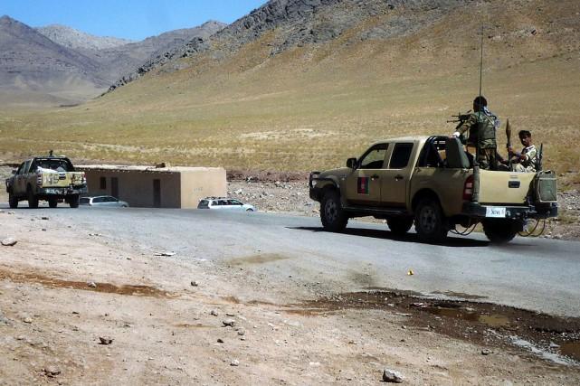 Des soldats de l'armée afghane patrouillent dans la... (PHOTO ARCHIVES AGENCE FRANCE-PRESSE)
