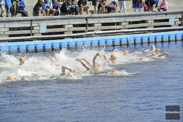 144 nageurs ont pris part aux différentes distances... (Photo Le Quotidien, Gimmy Desbiens)