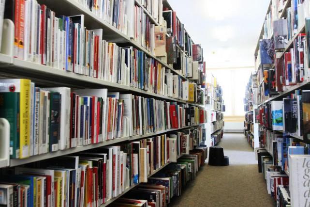 La bibliothèque Lucien-Lalonde, à Gatineau.... (photo Étienne Ranger, archives Le Droit)