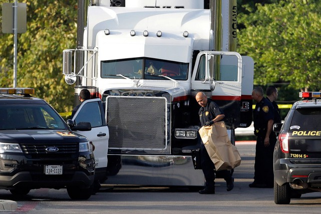 Le camion était garé sur un stationnement de... (PHOTO ERIC GAY, ASSOCIATED PRESS)