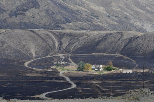 Les résidants de deux municipalités ont pu regagner leur foyer en... (Photo AFP)