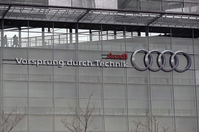 Le constructeur haut de gamme allemand Audi a annoncé vendredi dernier le... (AP, Matthias Schrader)