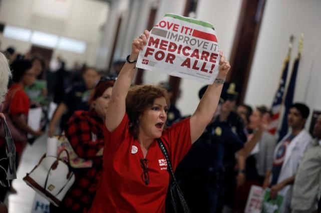 Des militants ont manifesté mercredi dernier dans les... (PhotoAaron P. Bernstein, archives Reuters)