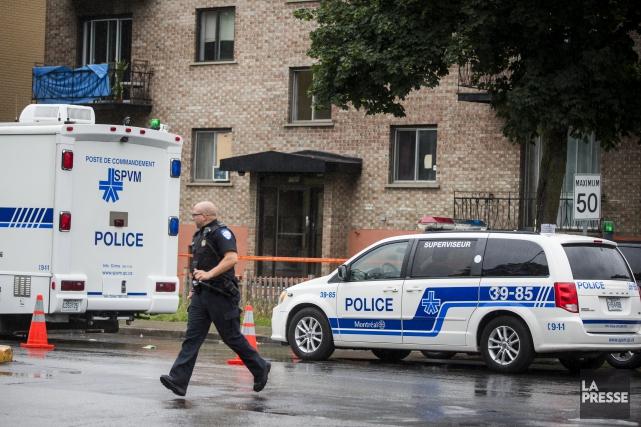 La police de Montréal confirme que des agents... (PHOTO MARCO CAMPANOZZI, LA PRESSE)