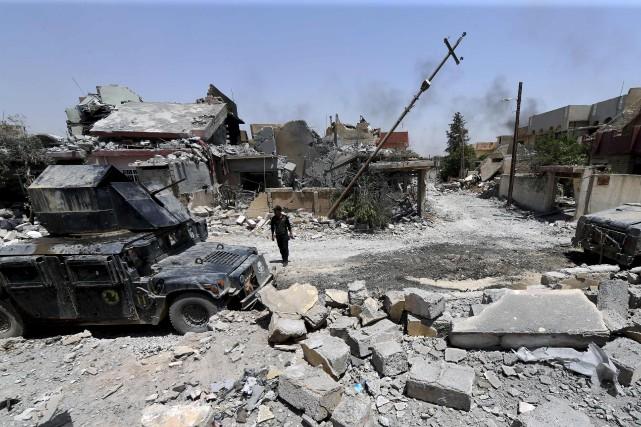 Les services de contre-terrorisme irakiens patrouillant un quartier... (AFP)