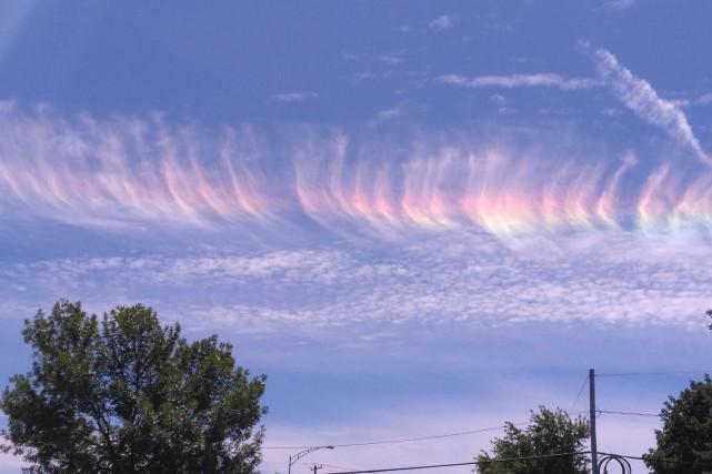 Des Estriens ont pu observer un phénomène météorologique rare, dimanche en... (Photo Marius Gagné)