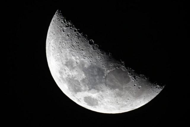 Pendant longtemps, on a perçu la Lune comme... (photoBen Curtis, archives associated press)