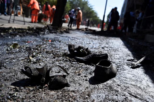 Le kamikaze a foncé avec sa voiture remplie... (AFP, WAKIL KOHSAR)