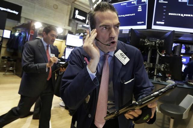 Le Dow Jones a progressé de 100,26 points... (Photo archives AP)