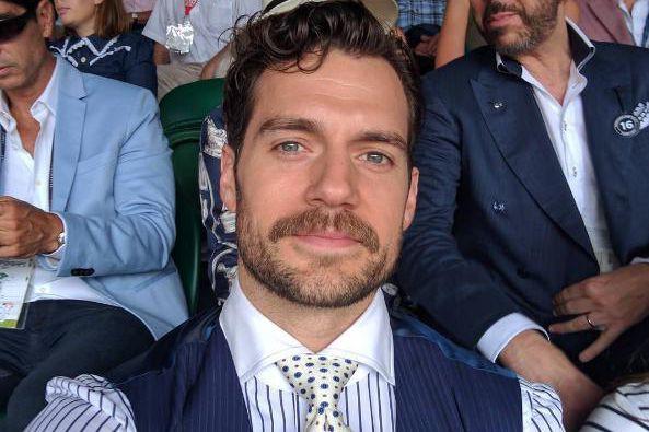 La moustache de HenryCavill a dû être effacée... (Photo tirée du compte Instagram de Henry Cavill)