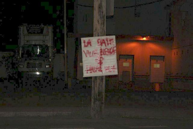 Après deux affiches à Saint-Honoré, voilà qu'une troisième... (Photo tirée de Facebook)